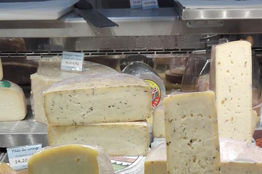 """La boutique fromagerie """"place aux fromages"""" fromagerie langon gironde"""